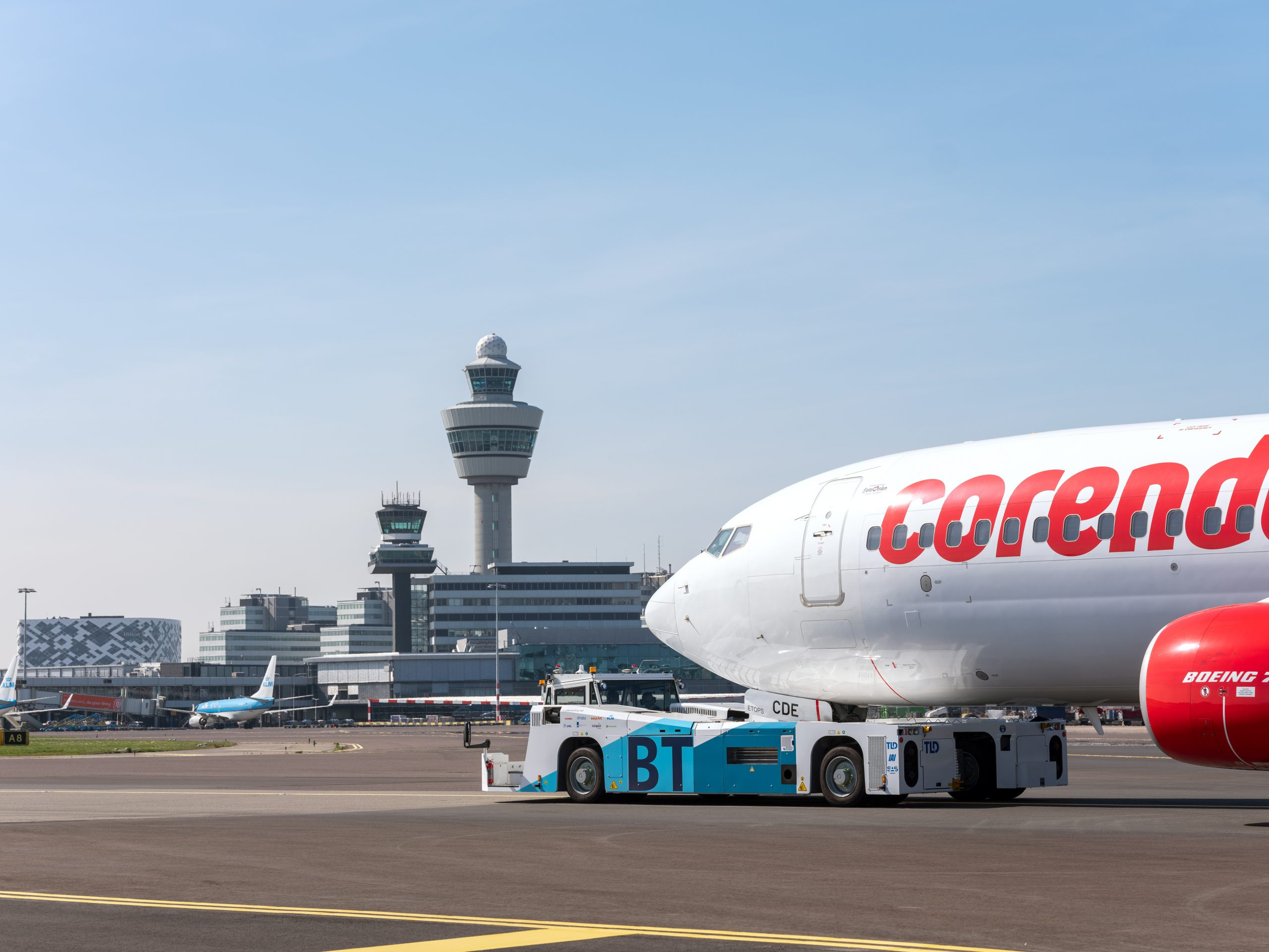 Sustainable aircraft taxiing trial launched at Schiphol - Airport ...